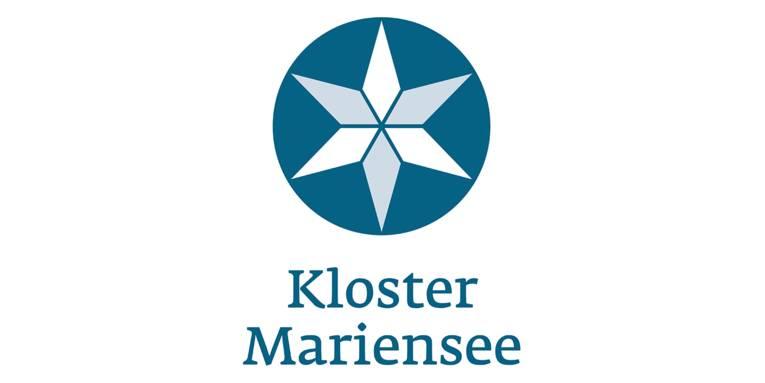 """Logo: Ein Stern mit 6 Zacken ist in einem Kreis. Die Zacken sind abwechselnd weiß und grau, der Kreis ist blau. Darunter steht: """"Kloster Mariensee""""."""